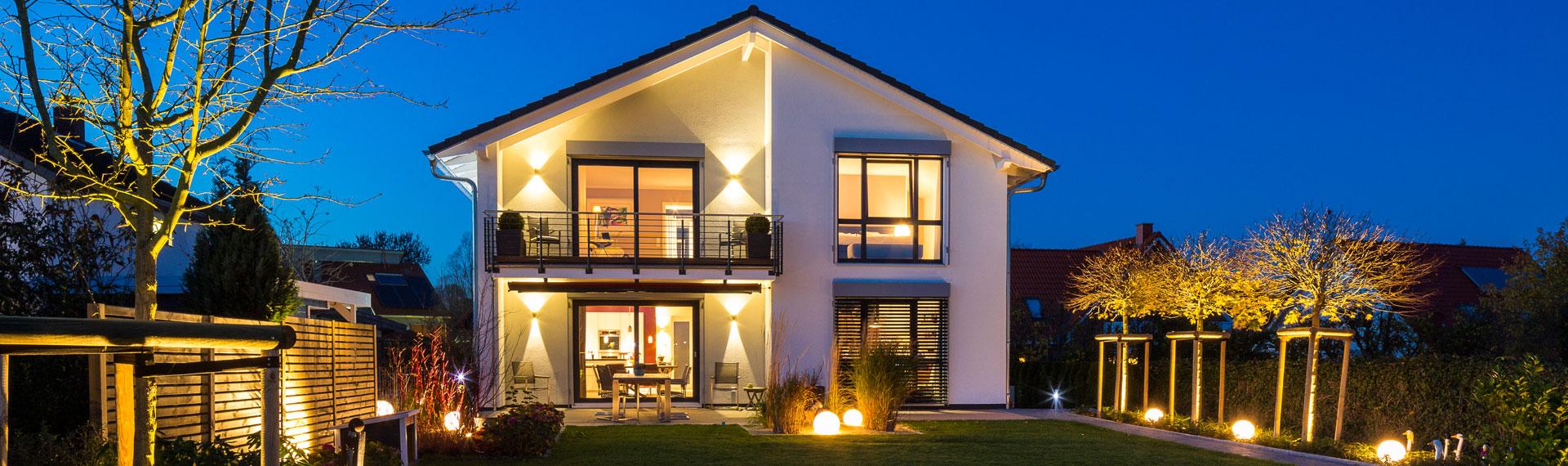 Haus Von Draussen Nachts